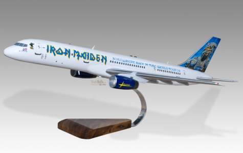 iron maiden il modellino dell 39 ed force one. Black Bedroom Furniture Sets. Home Design Ideas