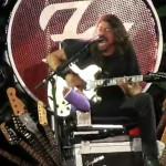 FOO FIGHTERS: Dave Grohl sul trono di chitarre