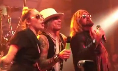 steel panther - con miley cyrus e billy ray cyrus - 2015