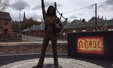 bon-scott-statua-2016